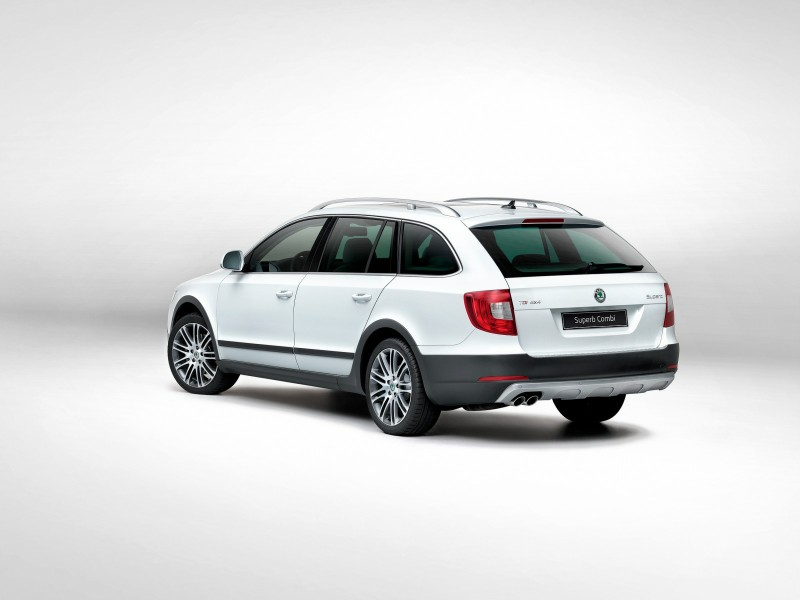 Skoda presenta el Superb Combi Outdoor: elegante, familiar y campero